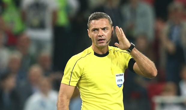 Toàn cảnh vận hành công nghệ VAR của World Cup 2018: Nơi đưa ra những phán quyết sinh sát quyền lực nhất - Ảnh 12.