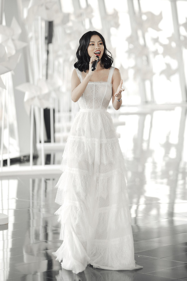 Thí sinh Sing My Song làm mới sáng tác riêng cho show thời trang của NTK Chung Thanh Phong - Ảnh 3.