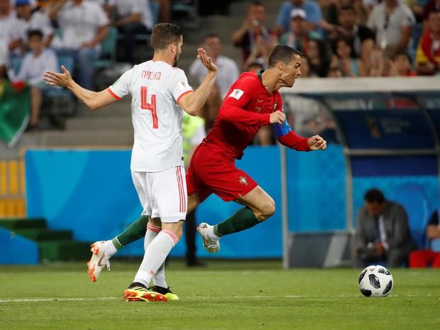 Ramos khiến De Gea thất bại trên chấm 11m trước Ronaldo - Ảnh 1.