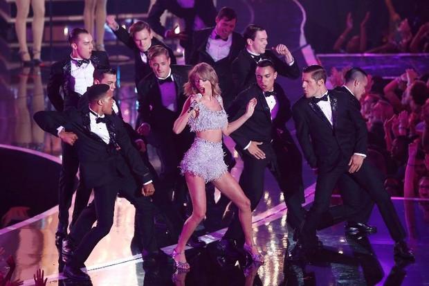 Xem lại các phiên bản Taylor Swift tại Gương mặt thân quen, ai giống nhất? - Ảnh 1.