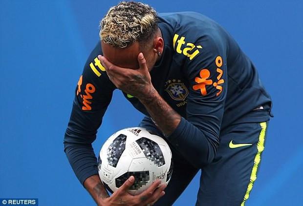 Hình ảnh Neymar ôm mặt đau đớn trên sân tập khiến fan Brazil lo lắng - Ảnh 3.
