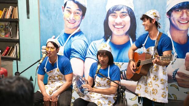 Lật Mặt: Ba Chàng Khuyết đánh bại Tháng Năm Rực Rỡ, lọt top 5 phim Việt có doanh thu cao nhất mọi thời đại - Ảnh 1.