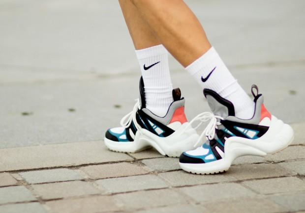 Hỏi nhanh: Đã bao giờ bạn được chiêm ngưỡng một đôi sneaker dị dạng thế này chưa? - Ảnh 6.