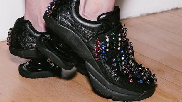 Hỏi nhanh: Đã bao giờ bạn được chiêm ngưỡng một đôi sneaker dị dạng thế này chưa? - Ảnh 8.