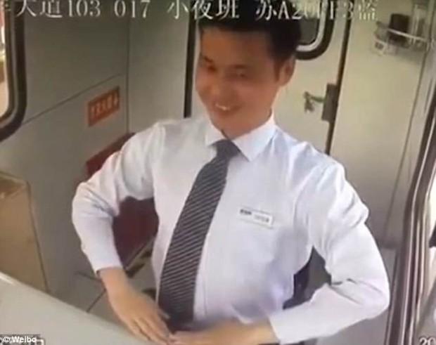 Ông chú robot với nụ cười thảo mai khiến dân mạng Trung Quốc dậy sóng vì sợ - Ảnh 3.