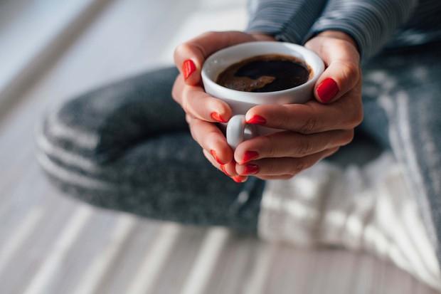 5 thói quen thường gặp vào buổi tối vô tình khiến bạn tăng cân cả trong khi ngủ - Ảnh 2.