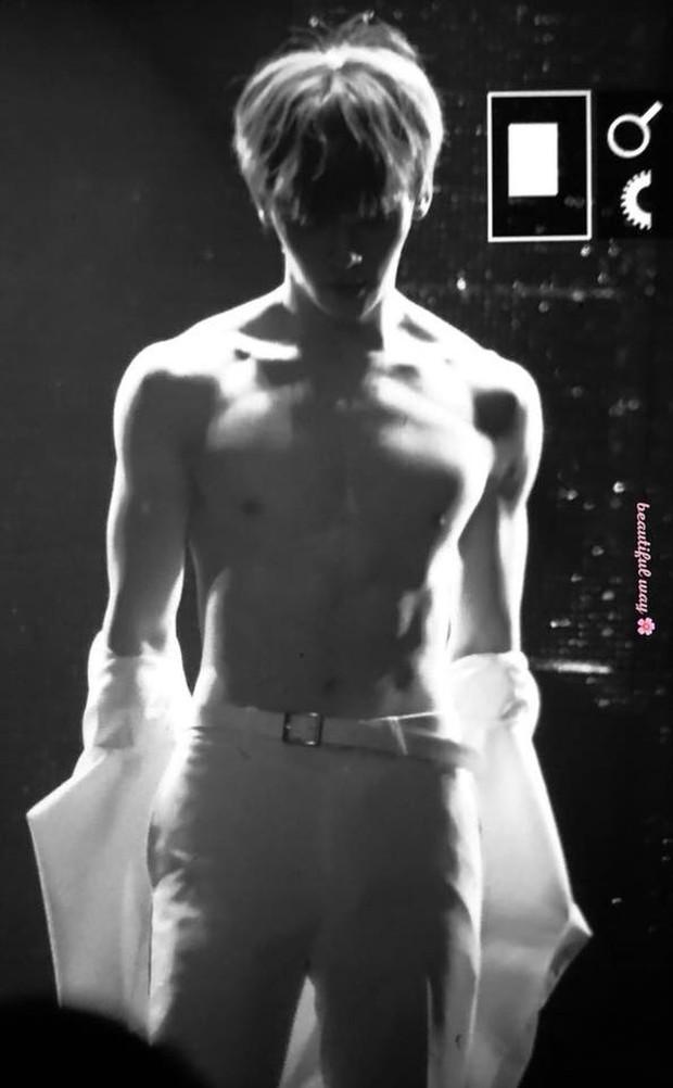 Khô máu với màn khoe múi bụng như tượng thần điêu khắc của mỹ nam ngoan hiền nhóm Wanna One - Ảnh 9.