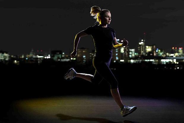 5 thói quen thường gặp vào buổi tối vô tình khiến bạn tăng cân cả trong khi ngủ - Ảnh 4.