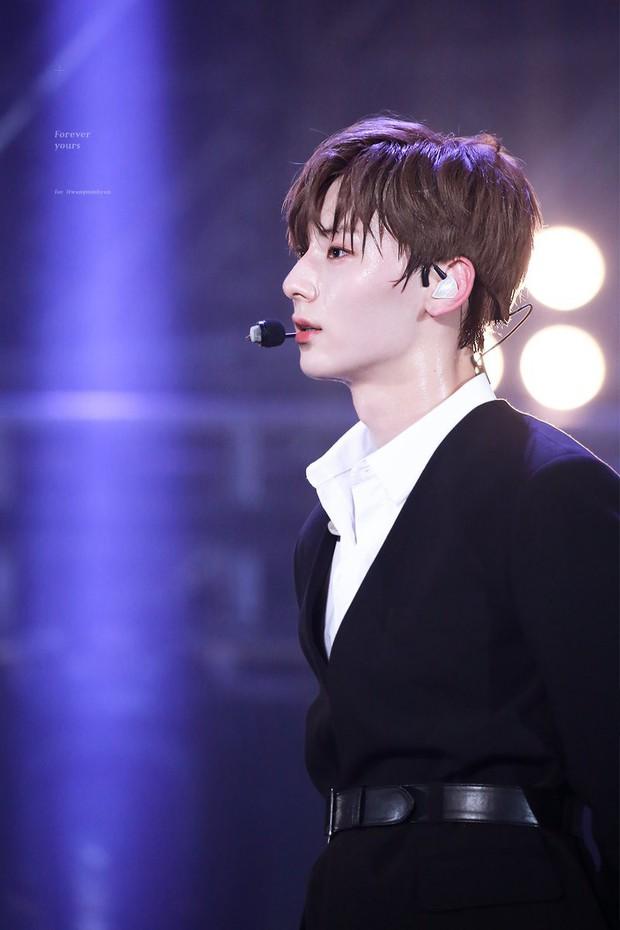 Khô máu với màn khoe múi bụng như tượng thần điêu khắc của mỹ nam ngoan hiền nhóm Wanna One - Ảnh 11.