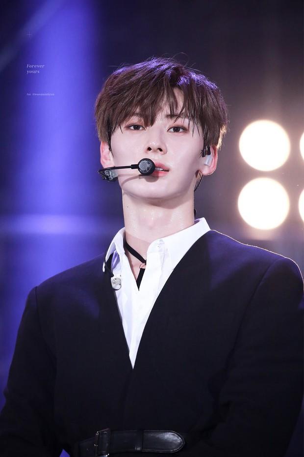 Khô máu với màn khoe múi bụng như tượng thần điêu khắc của mỹ nam ngoan hiền nhóm Wanna One - Ảnh 12.