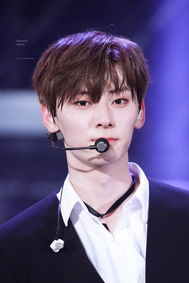 Khô máu với màn khoe múi bụng như tượng thần điêu khắc của mỹ nam ngoan hiền nhóm Wanna One - Ảnh 13.