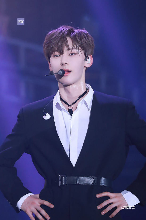 Khô máu với màn khoe múi bụng như tượng thần điêu khắc của mỹ nam ngoan hiền nhóm Wanna One - Ảnh 14.