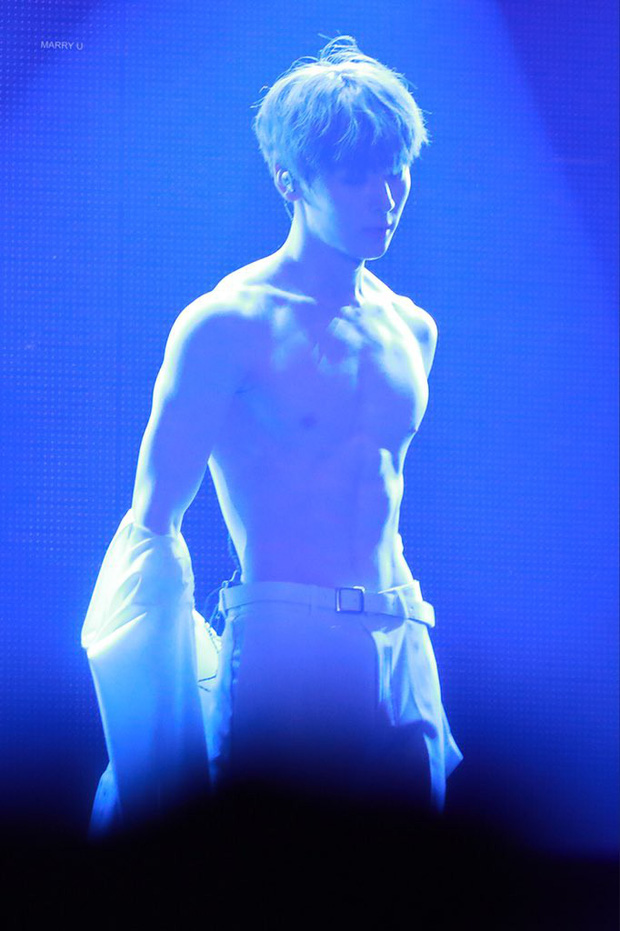Khô máu với màn khoe múi bụng như tượng thần điêu khắc của mỹ nam ngoan hiền nhóm Wanna One - Ảnh 8.