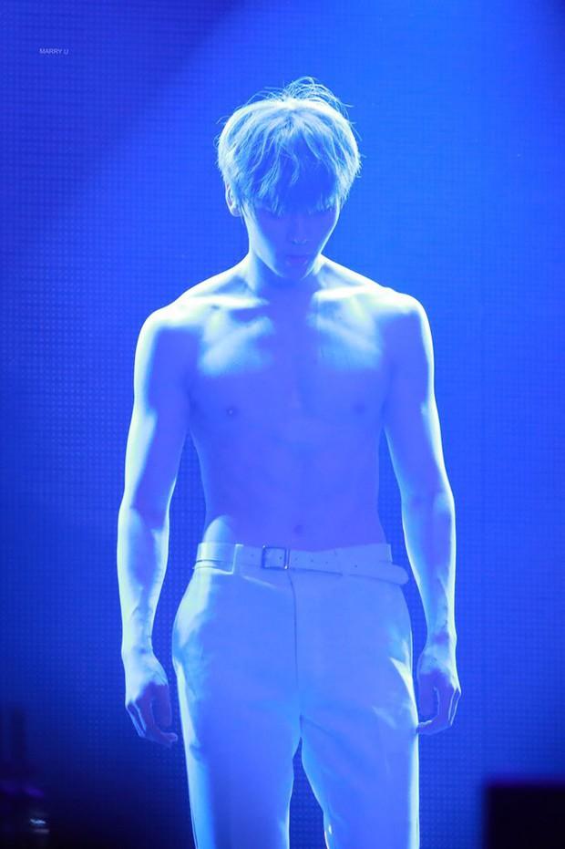 Khô máu với màn khoe múi bụng như tượng thần điêu khắc của mỹ nam ngoan hiền nhóm Wanna One - Ảnh 7.