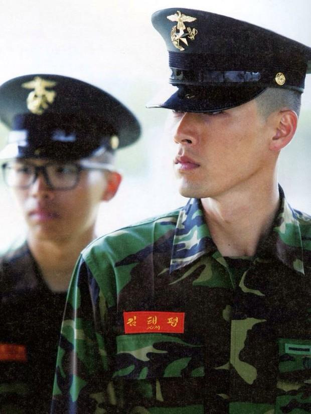 Dàn mỹ nam xứ Hàn khi vào quân ngũ: Người đẹp xuất sắc như đóng phim, kẻ xập xệ đến mức khó nhận ra - Ảnh 9.