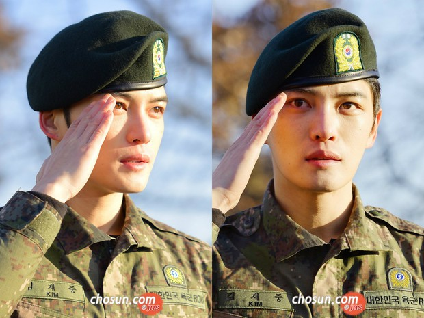 Dàn mỹ nam xứ Hàn khi vào quân ngũ: Người đẹp xuất sắc như đóng phim, kẻ xập xệ đến mức khó nhận ra - Ảnh 14.