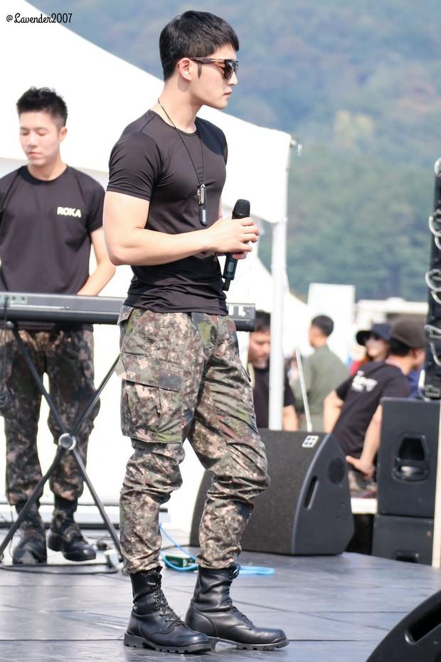 Dàn mỹ nam xứ Hàn khi vào quân ngũ: Người đẹp xuất sắc như đóng phim, kẻ xập xệ đến mức khó nhận ra - Ảnh 16.