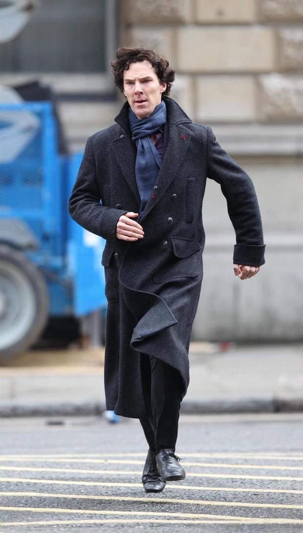 Sao Doctor Strange làm siêu anh hùng đời thật khi xông vào cứu người đang bị băng cướp đánh đập - Ảnh 1.