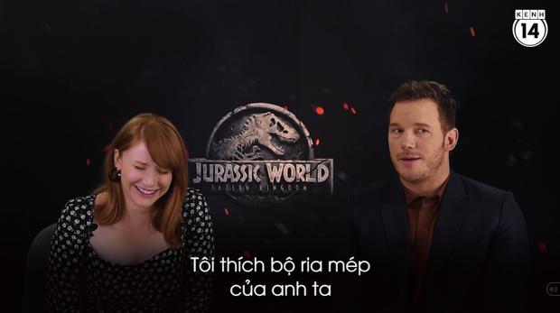 Clip độc quyền: Chris Pratt tự nhận phát ớn vì mặt thộn và thói mặc quần bó của chàng HLV khủng long - Ảnh 4.