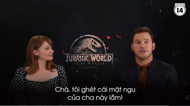 Clip độc quyền: Chris Pratt tự nhận phát ớn vì mặt thộn và thói mặc quần bó của chàng HLV khủng long - Ảnh 3.