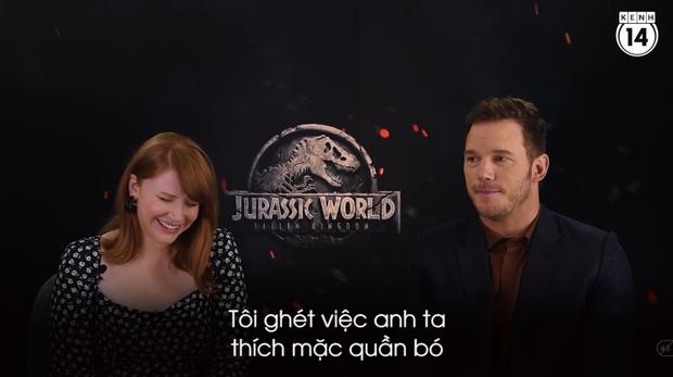 Clip độc quyền: Chris Pratt tự nhận phát ớn vì mặt thộn và thói mặc quần bó của chàng HLV khủng long - Ảnh 5.