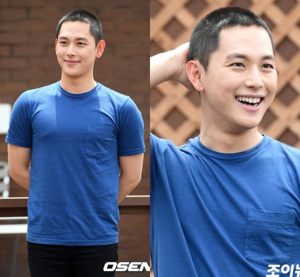 Dàn mỹ nam xứ Hàn khi vào quân ngũ: Người đẹp xuất sắc như đóng phim, kẻ xập xệ đến mức khó nhận ra - Ảnh 18.