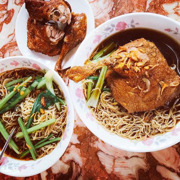 Những quán mì vịt tiềm đắt xắt ra miếng ở Sài Gòn: có quán lên tới 127k/tô - Ảnh 1.