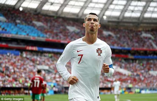 Bạn gái Ronaldo cực xinh đẹp trên khán đài, tiếp lửa cho Ronaldo - Ảnh 7.