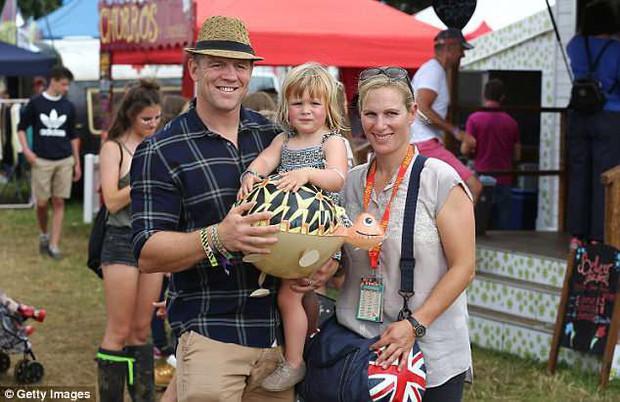 Chưa được 2 tháng tuổi, Hoàng tử Louis đã bị em gái họ mới sinh giành danh hiệu em bé nặng cân nhất Hoàng gia Anh - Ảnh 4.