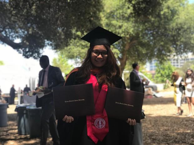 Những điều thú vị trong lễ tốt nghiệp đại học tại Stanford: Sự trang nghiêm của buổi lễ không làm mất đi cá tính của một ngôi trường dị - Ảnh 7.