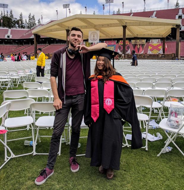 Những điều thú vị trong lễ tốt nghiệp đại học tại Stanford: Sự trang nghiêm của buổi lễ không làm mất đi cá tính của một ngôi trường dị - Ảnh 3.