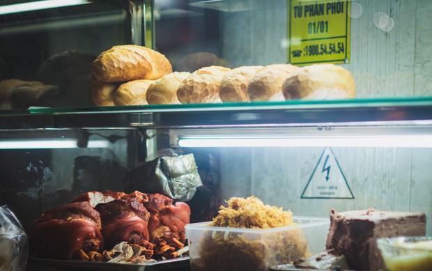 Sài Gòn có vô vàn món ăn xuyên đêm, dù thức muộn hay xem bóng đá cũng chẳng lo đói - Ảnh 1.