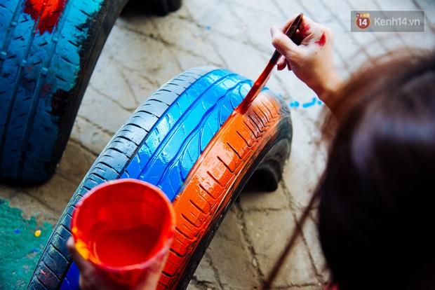 Nhận về những vỏ lốp ô tô hư hỏng và đây là cách mà nhóm bạn trẻ tạo nên một sân chơi cho các em nhỏ ở Bình Phước - Ảnh 7.