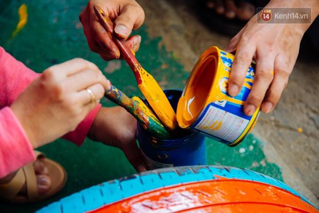 Nhận về những vỏ lốp ô tô hư hỏng và đây là cách mà nhóm bạn trẻ tạo nên một sân chơi cho các em nhỏ ở Bình Phước - Ảnh 5.