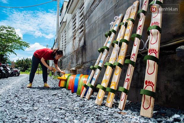 Nhận về những vỏ lốp ô tô hư hỏng và đây là cách mà nhóm bạn trẻ tạo nên một sân chơi cho các em nhỏ ở Bình Phước - Ảnh 12.