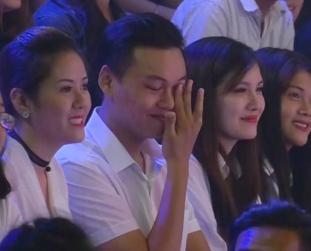 Khúc hát se duyên: Chàng trai rơi nước mắt khi thấy bạn gái cũ tìm được tình yêu mới trên sân khấu - Ảnh 11.