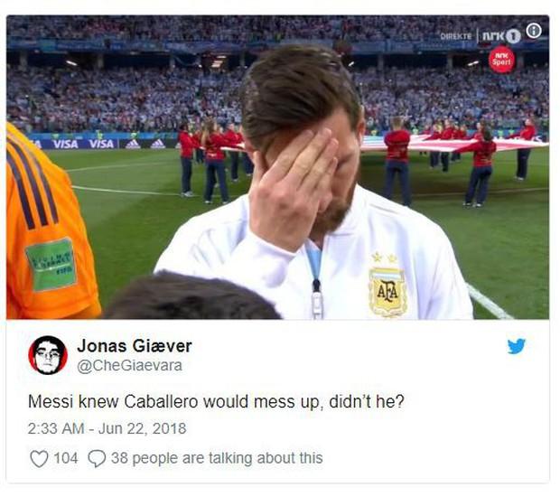 Bức ảnh Messi ôm mặt từ trước trận thua thảm Croatia gây sốt - Ảnh 2.