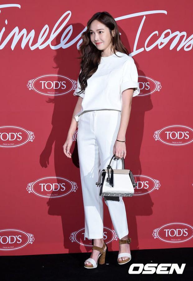 Không cần váy vóc lồng lộn, Jessica Jung tỏa khí chất sang chảnh nhất là khi diện đồ đơn giản thế này - Ảnh 12.