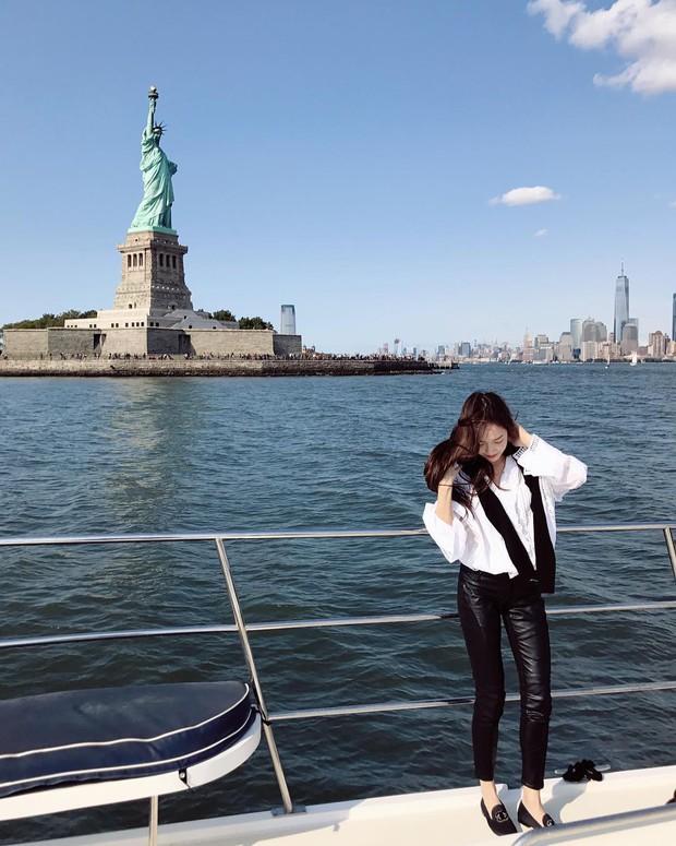 Không cần váy vóc lồng lộn, Jessica Jung tỏa khí chất sang chảnh nhất là khi diện đồ đơn giản thế này - Ảnh 7.