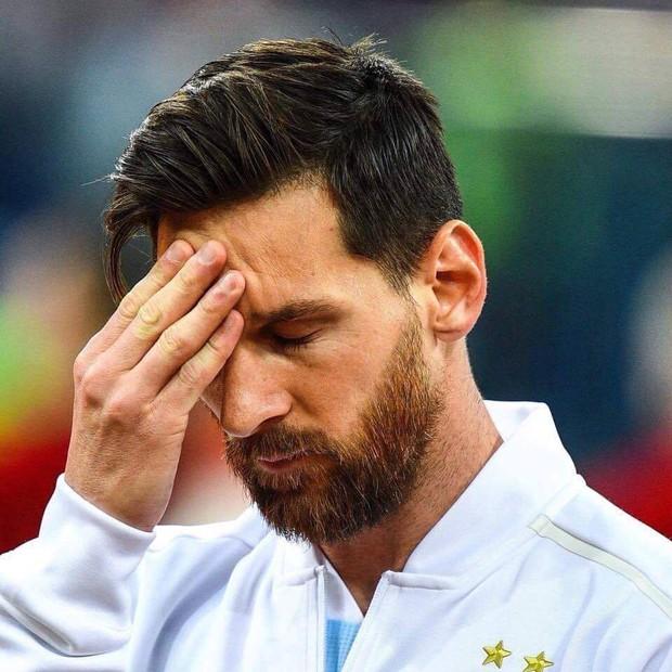 Bức ảnh Messi ôm mặt từ trước trận thua thảm Croatia gây sốt - Ảnh 3.