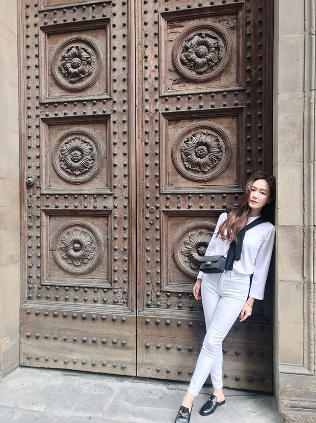 Không cần váy vóc lồng lộn, Jessica Jung tỏa khí chất sang chảnh nhất là khi diện đồ đơn giản thế này - Ảnh 6.