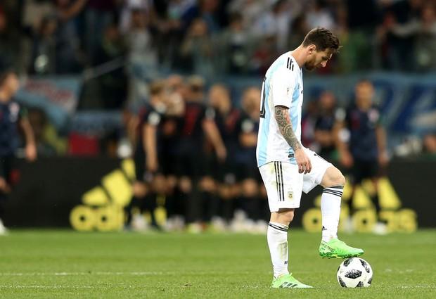 Có một Messi bất lực, đáng thương trong ngày thảm bại của Argentina - Ảnh 9.