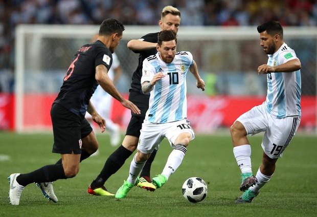 Có một Messi bất lực, đáng thương trong ngày thảm bại của Argentina - Ảnh 3.