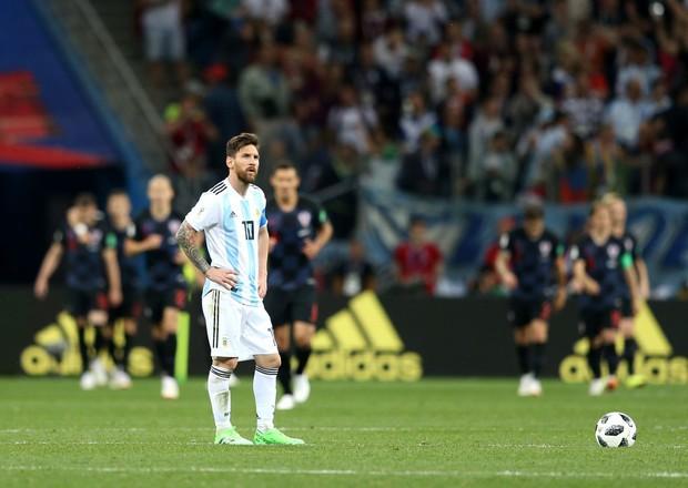 Có một Messi bất lực, đáng thương trong ngày thảm bại của Argentina - Ảnh 10.