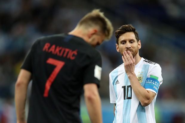 Có một Messi bất lực, đáng thương trong ngày thảm bại của Argentina - Ảnh 11.