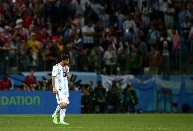 Có một Messi bất lực, đáng thương trong ngày thảm bại của Argentina - Ảnh 7.