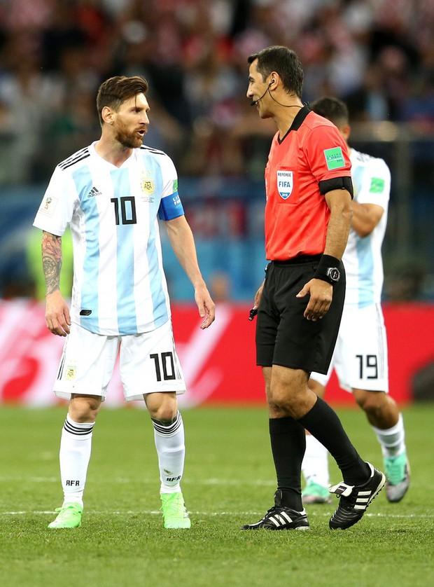 Có một Messi bất lực, đáng thương trong ngày thảm bại của Argentina - Ảnh 6.