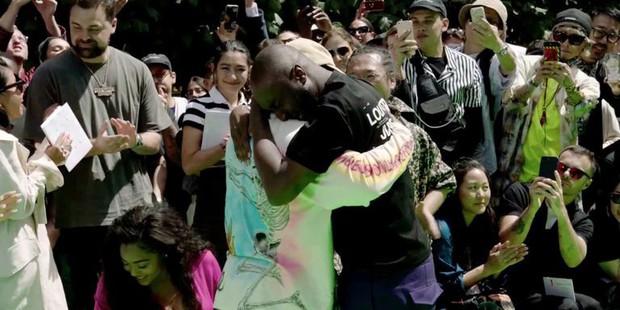 Ra mắt BST đầu tiên cho Louis Vuitton, Virgil Abloh xúc động đến mức ôm chầm Kanye West mà nức nở - Ảnh 3.