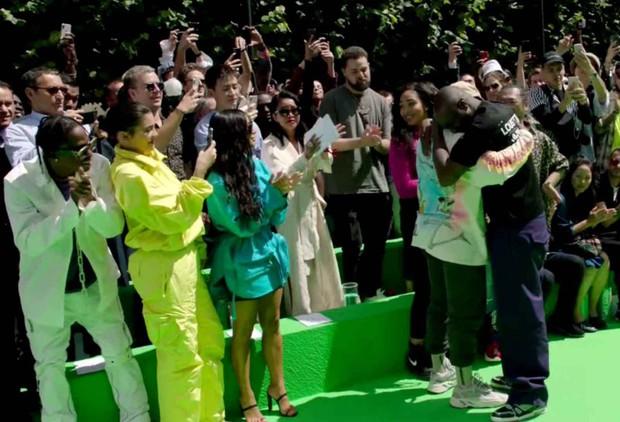 Ra mắt BST đầu tiên cho Louis Vuitton, Virgil Abloh xúc động đến mức ôm chầm Kanye West mà nức nở - Ảnh 4.