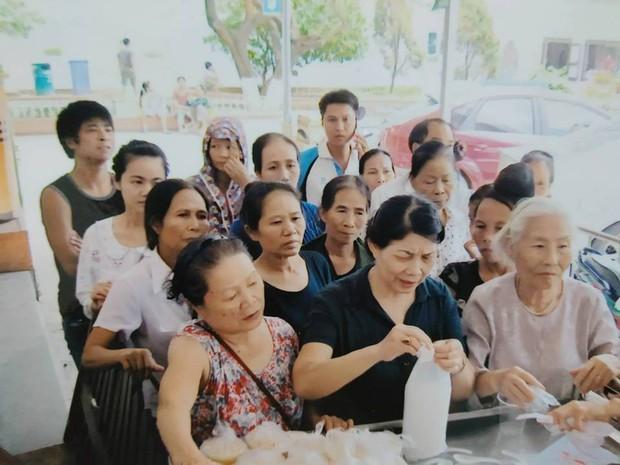 Bà cụ 82 tuổi quyên tiền để phát cháo miễn phí cho bệnh nhân nghèo suốt ba năm nay ở Hà Nội - Ảnh 3.